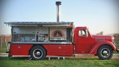 Tuesdays at Townsend Manor features live music and everyone's favorite pizza truck... Every Tuesday, Rolling in the Dough brings pizza to the party at Townsend Manor Inn in Greenport from 6-9pm.