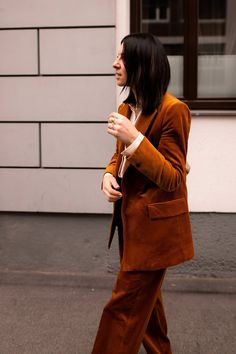 What's modern in the fall of All trends and styling tips at a glance! Casual Chic Outfits, Casual Fashion Trends, Current Fashion Trends, Trendy Fashion, Fashion Vintage, Fall Fashion Colors, Autumn Fashion 2018, Colorful Fashion, Fashion Mode