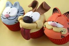 - These teeny tiny 'knit night' cupcakes are amazing! I am sure the cakes are delicious, but of course it is the detail in the adornments. Cartoon Cupcakes, Kid Cupcakes, Animal Cupcakes, Yummy Cupcakes, Cupcake Cookies, Disney Cupcakes, Dinosaur Cupcakes, Mini Tortillas, Pretty Cakes