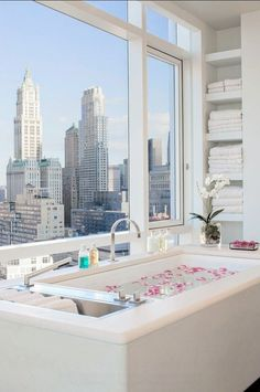 Interior Design Ideas – Home Bunch – An Interior Design - Luxury Interior Apartments For Sale, Luxury Apartments, Luxury Homes, Nyc Apartment Luxury, Luxury Life, Luxury Living, Minimalistic Room, Appartement New York, Luxury Penthouse