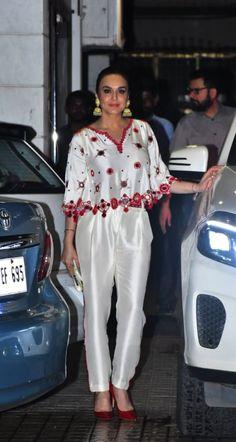 From Sara Ali Khan And Kajol To Malaika Arora And Kriti Sanon, Bollywood's Diwali Style Is Lit Navy Blue Saree, Orange Saree, Yellow Saree, Pink Lehenga, Cotton Lehenga, Chiffon Saree, Diwali Fashion, Bollywood Fashion, White Maxi Skirts