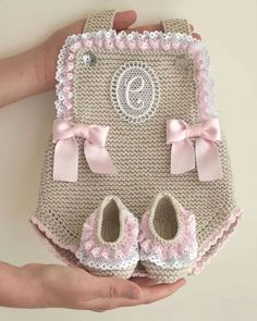 Crochet Girls, Crochet Baby Clothes, Knit Crochet, Baby Wearing, Baby Knitting, Beautiful Outfits, Kids Outfits, Baby Shoes, Girls Dresses