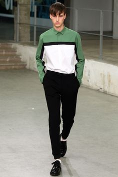 Carven Spring 2015 Menswear Fashion Show Collection Fashion Moda, Look Fashion, Runway Fashion, Trendy Fashion, Fashion Show, Mens Fashion, Fashion Design, Fashion Trends, Paris Fashion