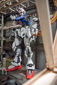 PG 1/60 Zeta Gundam + Strike Gundam - Assembly Plant Diorama Build Perfect Grade, Japanese Robot, Strike Gundam, Zeta Gundam, Gundam Mobile Suit, Man Of War, Gundam Art, Custom Gundam, Custom Paint Jobs