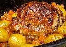 Vepřová plec pečená pomalu společně s bramborami a mrkví Slovakian Food, Pork Recipes, Cooking Recipes, Chicken Recepies, Multicooker, Food 52, Pot Roast, No Cook Meals, I Foods