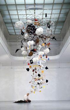 Gilles Barbier L'ivrogne, 1999-2000 Techniques mixtes, 600 x 300 x 300 cm. Collection du MAC/VAL, musée d'art contemporain du Val-de-Marne