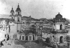 """Hospital del Espíritu Santo y Nuestra Señora de Los Remedios. Fundado por Don Alonso Rodríguez de Vado y su esposa, doña Ana Saldívar en 1602 destinada al cuidado de enfermos de origen español. En 1612 paso a Fray José Hernández, estuvo en manos de los Hermanos de la Caridad de San Hipólito conocidos también como """"hipólitos"""" hasta que las Cortes de Cádiz suprimieron las órdenes hospitalarias en 1820. La iglesia, de un espléndido barroco, se estrenó el 19 de mayo de 1715. Posteriormente en…"""