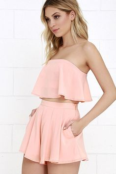 Admirers of on-trend fashion can't help but be a little envious of you in the Squad Goals Peach Strapless Two-Piece Set! Strapless crop top has matching shorts. Sophisticated Outfits, Classy Outfits, Chic Outfits, Fashion Outfits, Kids Outfits Girls, Girl Outfits, Summer Outfits, Girls Dresses, Peach Dress Short
