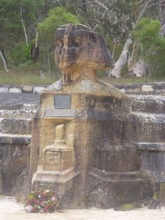 Ku-Ring-Gai Chase National Park is a great place for bushwalking - the Sphinx Walking Track