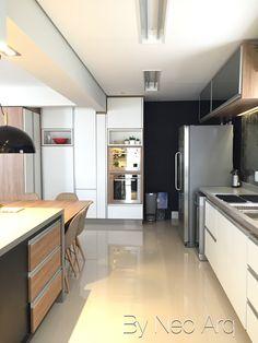Cozinha espaçosa com jantar integrado. Projeto Neo Arq SP