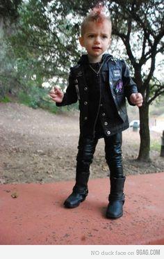 Little punk rocker Cute Kids, Cute Babies, Baby Kids, Punk Rock Baby, Goth Baby, Dating My Daughter, Halloween Disfraces, Poses, Dieselpunk
