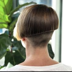 Shaved Bob, Shaved Hair Cuts, Shaved Nape, Short Hair Cuts, Short Hair Styles, Girls Short Haircuts, Short Hairstyles For Women, Undercut Hairstyles, Cool Hairstyles