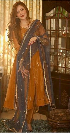 Stylish Dresses For Girls, Stylish Dress Designs, Designs For Dresses, Casual Formal Dresses, Pakistani Fashion Party Wear, Pakistani Wedding Outfits, Indian Fashion, Womens Fashion, Fashion Outfits