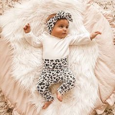 Textured White Cheetah Leggings and Top Knot Headband / Preemie Girl Clothes / Newborn Coming Home Outfit / Baby Leopard Fall Stylish Baby Girls, Cute Baby Girl Outfits, Newborn Girl Outfits, Cute Baby Clothes, Cozy Clothes, Babies Clothes, Babies Stuff, Toddler Outfits, Boy Outfits