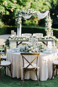 Wedding Table Flowers, Wedding Reception Decorations, Wedding Bells, Reception Table Design, Flower Decorations, Table Decorations, Wedding Styles, Wedding Ideas, Green Wedding