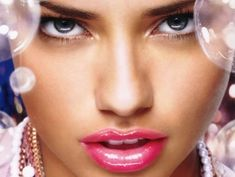 Adriana Lima Pretty Lips (click to view)