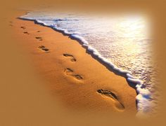 Footprints in the Sand - One night a man had a dream. He dreamed he was walking along the beach with the LORD. #footprintsinthesand