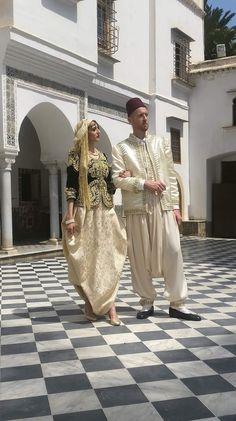 Arab Fashion, Womens Fashion, Oriental Wedding, Cool Poses, Moroccan Caftan, Wedding Costumes, Pakistani Wedding Dresses, Perfect Wardrobe, Traditional Dresses