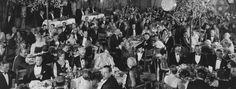İlk Oscar Ödülü töreni, 16 mayıs 1929'da Hollywood Roosevelt Otel Blassom Room'da yapıldı. Gecenin biletleri 10 dolardan satıldı ve törene 250 kişi katıldı.
