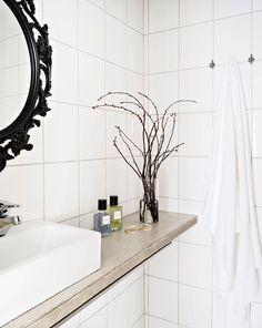 Töölöläiselämää valoisassa loft-yksiössä: kylpyhuone, sisustus, kylppäri, vaalea