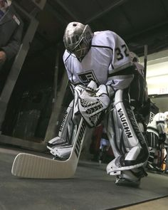 NHL Hockey Photos: Final statistics from the Los Angeles vs. Detroit game played on February 2013 Goalie Gear, Hockey Goalie, Hockey Mom, Hockey Teams, Hockey Players, Ice Hockey, Hockey Stuff, Goalie Mask, Stanley Cup