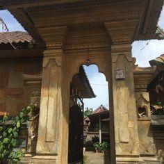 Penglipuran Village-Vila tradicional balinesa - detalhes da entrada da casa