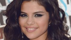 Singer Selena Gomez undergoes chemo for lupus, drawing attention to this intervention for autoimmune diseases.