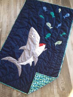 Very special shark quilt is only found here: it is a CreatedbyMammy pattern. You can personalize your very own shark for the ideal nautical nursery bedding item. Pictures show previously sold quilts. For your crib size quilt you can choose the fish colors, the shark color, the water