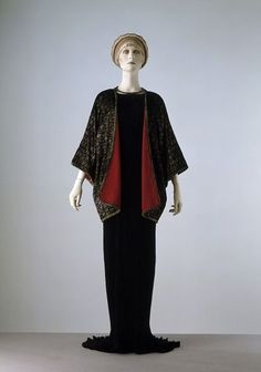 Evening jacket (image 1) | Mariano Fortuny | Venice | 1920 | Metallic printed silk velvet, lined in corded silk | Victoria & Albert Royal Museum | Museum No.: T.424-1976