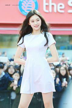 Imagen de ioi and doyeon Ulzzang, Kim Doyeon, Asia Girl, Asian Style, Korean Beauty, Tight Dresses, Girl Crushes, Asian Woman, Kpop Girls