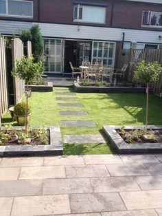 Small Backyard Patio, Backyard Landscaping, Indoor Courtyard, Astro Turf, Green Garden, Garden Paths, Garden Inspiration, Outdoor Gardens, Garden Design