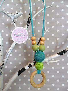 Collar de lactancia- Breastfeeding necklace. Colores aguamarina y verde pistacho. Para más info entra en: http://www.trapillarte.net/p/blog-page_17.html
