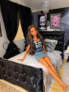 Barbie Diorama, Barbie Miniatures, Barbie Doll House, Barbie Life, Barbie World, Barbie Dress, Barbie Clothes, Black Bratz Doll, Barbie Bedroom
