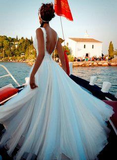 """Αέρινα νυφικά : """"d.sign by Dimitris Katselis"""" real bride . Μεταξωτή μουσελίνα σε συνδυασμό με τούλι και δαντέλα."""