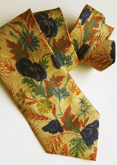 Vintage Melka floral silk tie made in Italy Green Coat, Silk Ties, Vintage Ladies, Vintage Items, Trending Outfits, Unique Jewelry, Handmade Gifts, Floral, Italy