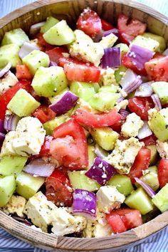 Tomato Cucumber Feta Salad is fresh, flavorful, and SO delicious! This easy summ. Tomaten Gurken Feta Salat ist frisch, aromatisch und so lecker! Tabouleh Salat, Feta Salat, Green Salad Recipes, Summer Salad Recipes, Tomato Salad Recipes, Easy Salad Recipes, Fast Recipes, Juice Recipes, Cucumber Feta Salad