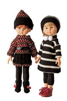 Poupées marie et claire habillées ave des robes découpées dans des récup' de tricot et un bonnet assorti