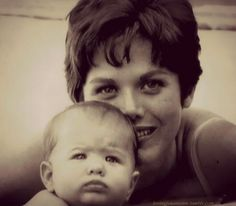 baby Jennifer Aniston with her mom, Nancy Dow