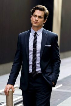 Oliver's younger brother, James (There is not a man on earth who is more sexy than Matt Bomer in a suit ;) )