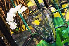 #Vaso di vetro trasparente con #orchidea bianca.