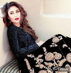 "{""token"":""5232""} - Kareena Kapoor in a pretty lehenga and bold lips"