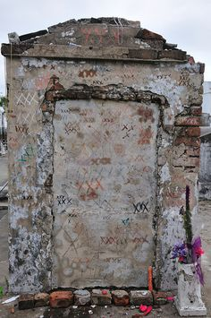 Marie Laveau Tomb One of the most famous of all the old witches/ voodoo Queen of all time in New Orleans, Louisiana. (Going to new orleans for my choir trip next year! Marie Laveau, Nova Orleans, New Orleans Louisiana, Louisiana Creole, Voodoo, Old Cemeteries, Graveyards, Cemetery Art, Cemetery Monuments