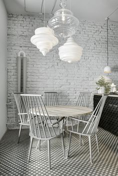 Phill´s Twenty7 bistro// kitchen design, dining table , Scandinavian style, grey , dining chairs