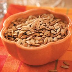 Pumpkin Seeds Try this seasonal snack! If you're scooping your own seeds, one pumpkin has about 1 cup of seeds. Two tablespoons pumpkin seeds count as 1 ounce meat/meat alternate for snack ONLY. Fall Recipes, Holiday Recipes, Dog Food Recipes, Cooking Recipes, Holiday Ideas, Cooking Ideas, Christmas Ideas, Food Ideas, Snack Recipes
