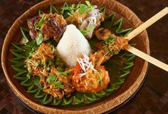 Nasi Campur in the restaurant of Amankila Manggis, Manggis, Bali, Indonesia Easy Asian Recipes, Healthy Recipes, Healthy Food, Nyonya Food, Indonesian Cuisine, Malaysian Food, Tropical, Asian Cooking, Food Presentation