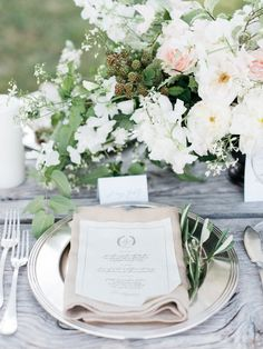 Organic and pretty: http://www.stylemepretty.com/2015/09/15/italian-destination-wedding-at-castello-di-vicarello/ | Photography: Kate Holstein - http://www.kateholstein.com/