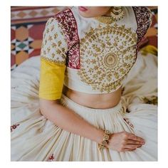Choli Blouse Design, Blouse Designs Silk, Choli Designs, Lehenga Designs, Dress Designs, Mehndi Designs, Indian Wedding Outfits, Indian Outfits, Wedding Dresses