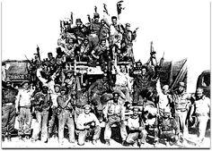 """Foto de la """"Invasión de Bahía de Cochinos"""" en abril de 1961. Jfk, Christmas Tree, Holiday Decor, Painting, Martin Luther, Costa, Anniversary, Anos 60, Vietnam War"""
