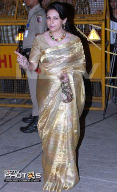 And this is how the groom's mother dresses up elegantly for the occasion.