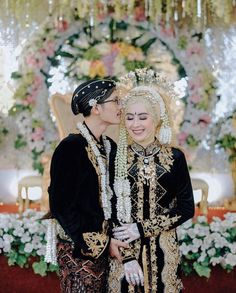 Malay Wedding Dress, Kebaya Wedding, Muslimah Wedding Dress, Muslim Wedding Dresses, Wedding Hijab, Wedding Dress Styles, Javanese Wedding, Indonesian Wedding, Bridal Hijab